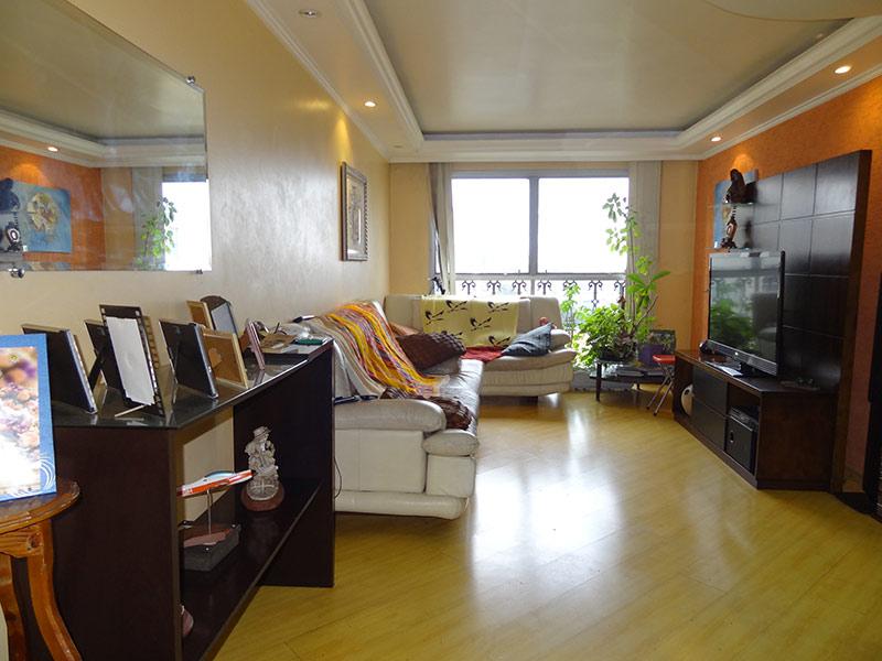 Jabaquara, Apartamento Padrão-Sala com dois ambientes, piso laminado, teto sanca com moldura de gesso e iluminação embutida.