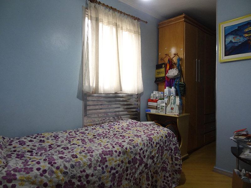 Jabaquara, Apartamento Padrão-Dormitório com piso laminado, teto com moldura de gesso e armários planejados.