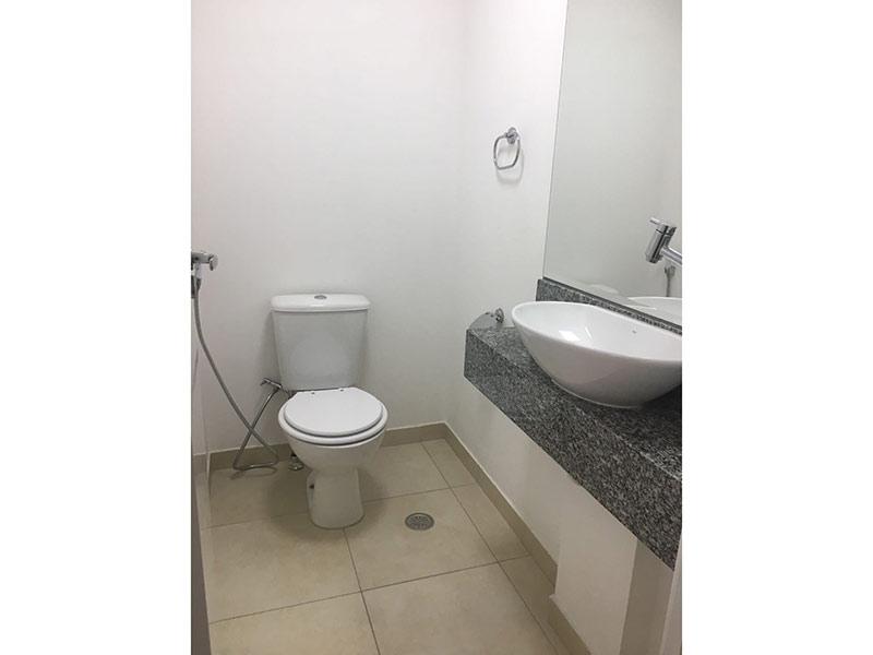 Ipiranga, Apartamento Padrão-Lavabo com piso de cerâmica, cuba sobreposta e bancada de granito.
