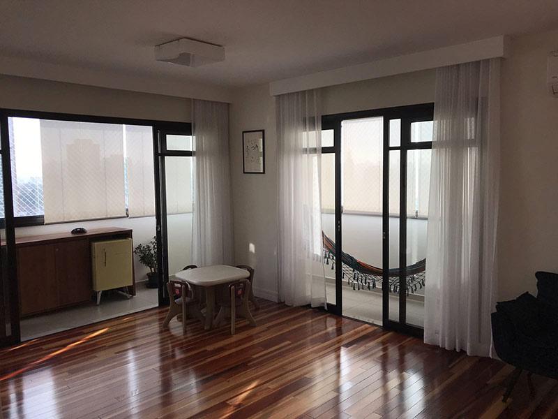 Ipiranga, Apartamento Padrão-Sala com dois ambientes e piso taquinho de madeira.