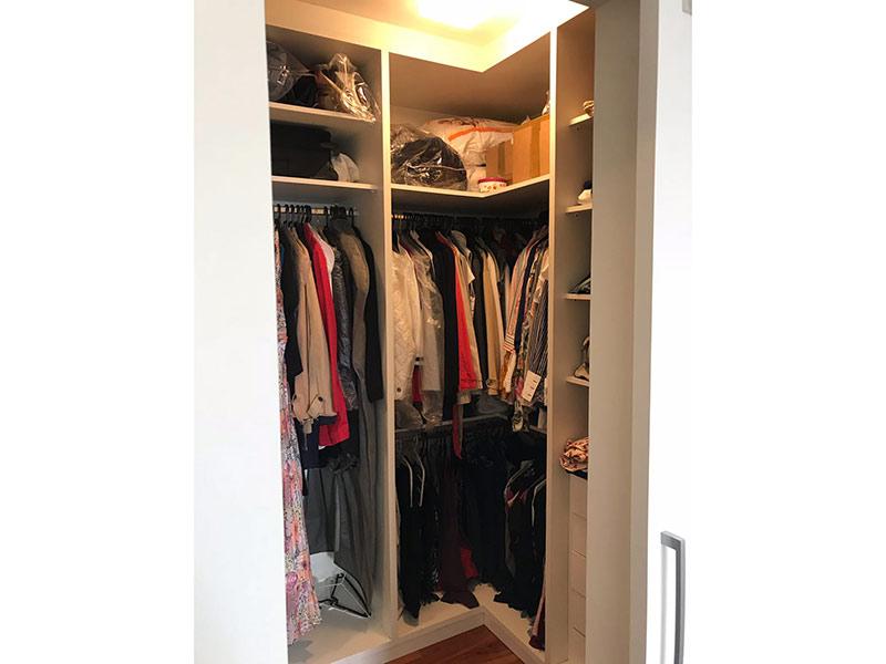 Ipiranga, Apartamento Padrão-Closet com piso laminado e armários planejados (Dep. de empregada transformado em closet).
