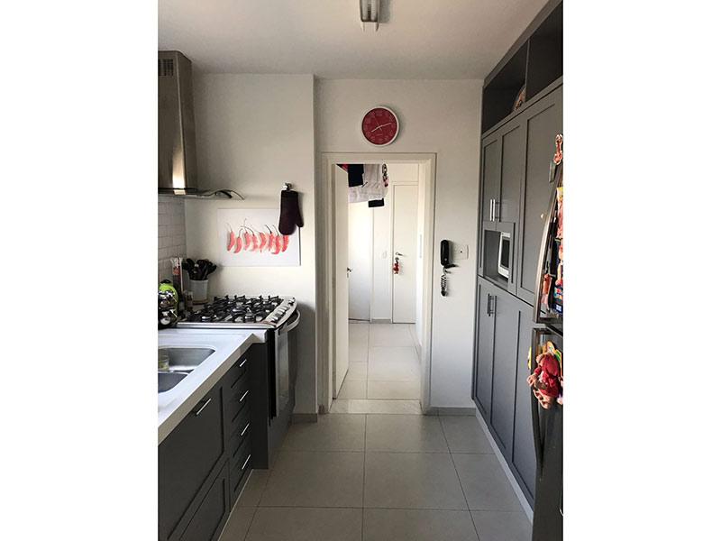 Ipiranga, Apartamento Padrão-Cozinha com piso de cerâmica, pia de mármore, gabinete e armários planejados.