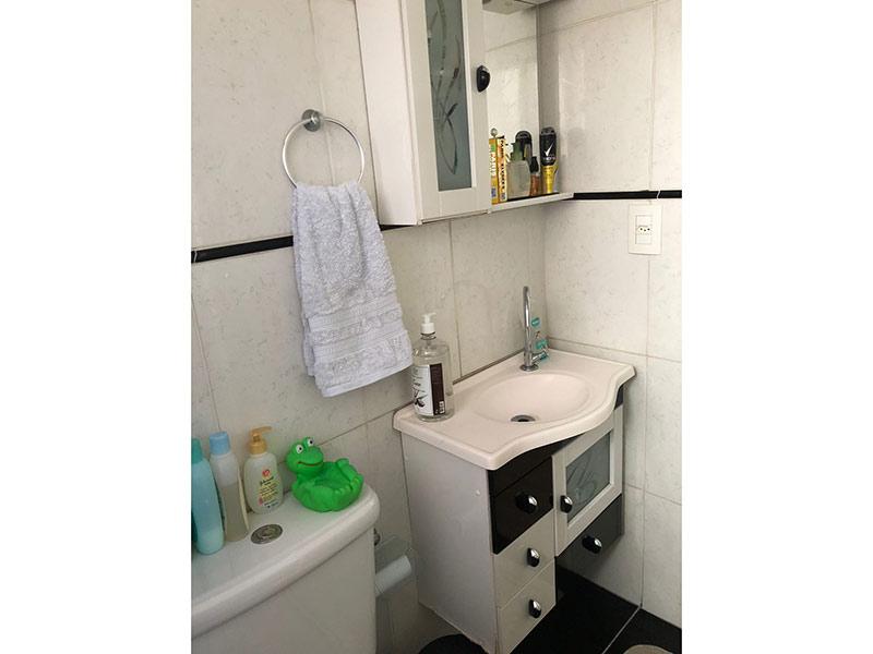Sacomã, Apartamento Padrão-Banheiro com piso de cerâmica.
