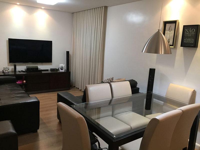 Ipiranga, Apartamento Padrão - Sala com dois ambientes, piso laminado, teto rebaixado e iluminação embutida.