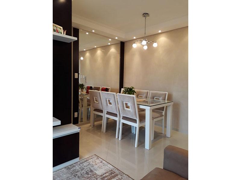 Sacomã, Apartamento Padrão-Sala com dois ambientes, piso de porcelanato, teto com moldura de gesso e iluminação embutida.