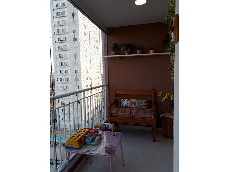 Sacomã, Apartamento Padrão-Sacada com piso de porcelanato, cortina de vidro, tela de proteção e armários planejados.