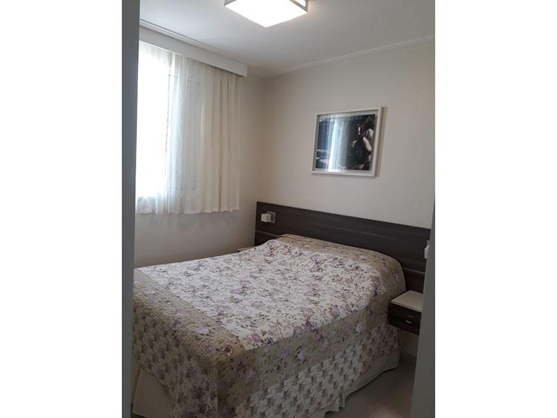 Sacomã, Apartamento Padrão-Dormitório com piso de porcelanato, teto com moldura de gesso e armários planejados.