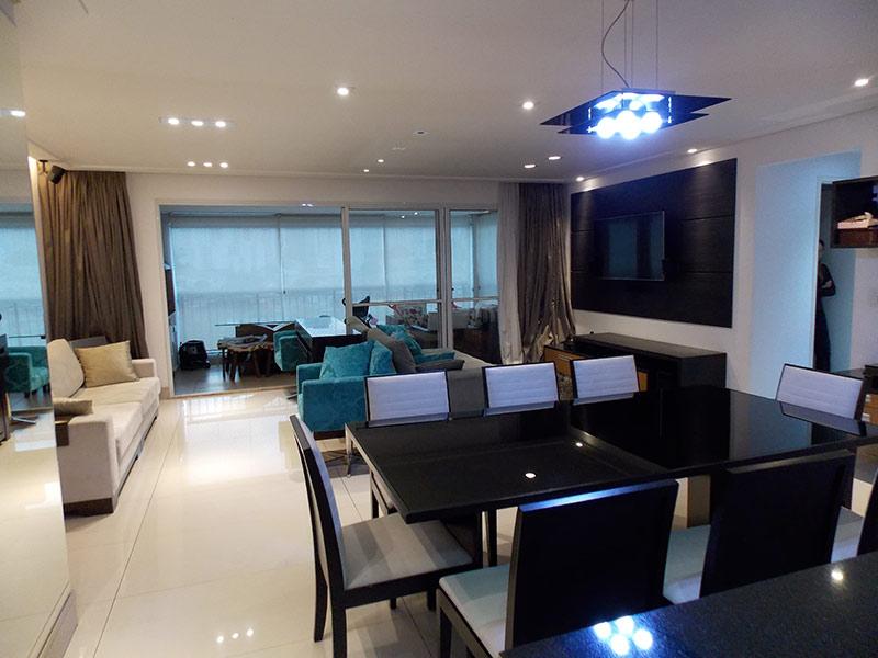 Jabaquara, Apartamento Padrão - Sala ampliada com dois ambientes, piso de porcelanato, teto rebaixado e iluminação embutida (3º dormitório transformado em sala ampliada).