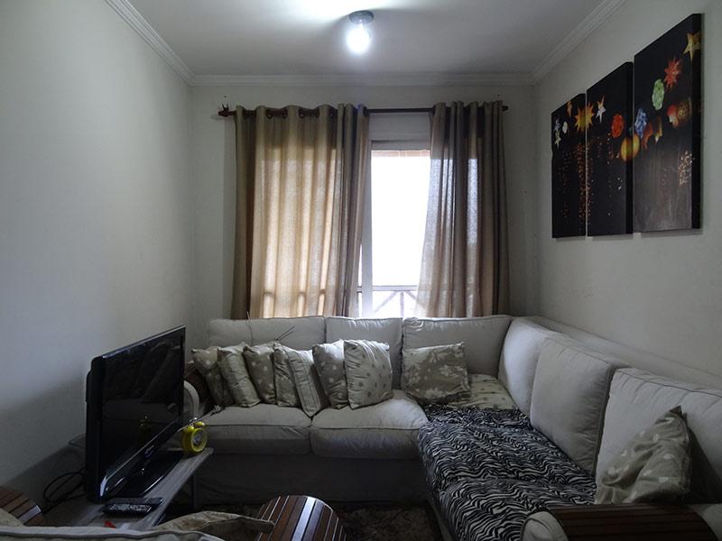 Sacomã, Apartamento Padrão - Sala retangular com piso de madeira e teto com moldura de gesso.