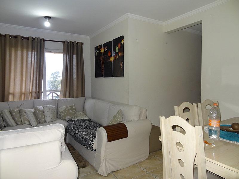 Sacomã, Apartamento Padrão-Sala retangular com piso de madeira e teto com moldura de gesso.