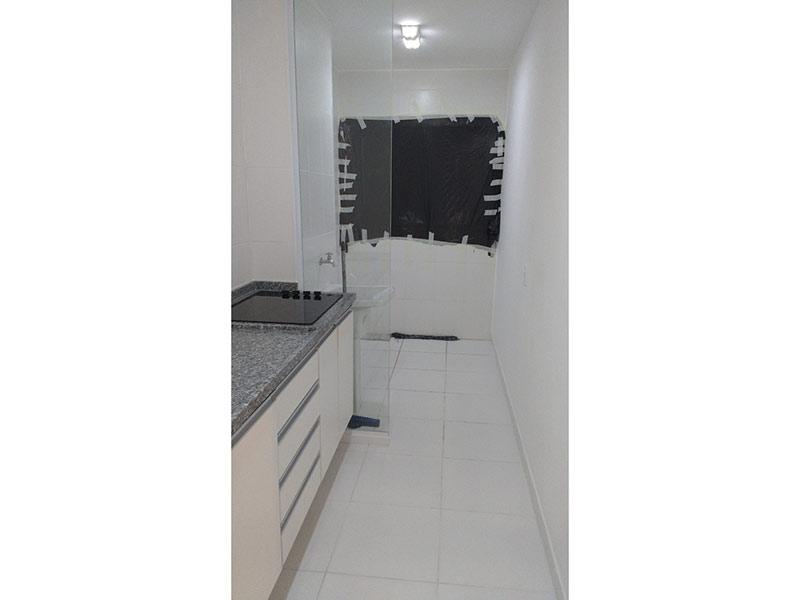 Ipiranga, Studio-Cozinha com piso de cerâmica, pia de granito e gabinete.