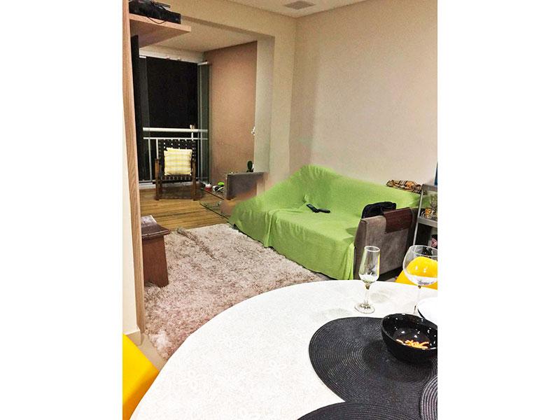 Ipiranga, Apartamento Padrão-Sala em L com piso de porcelanato, teto com sanca, iluminação embutida e acesso a sacada.