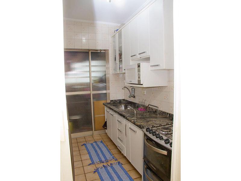 Jabaquara, Apartamento Padrão-Cozinha com piso de cerâmica, teto com moldura de gesso, pia de mármore, gabinete e armários planejados.