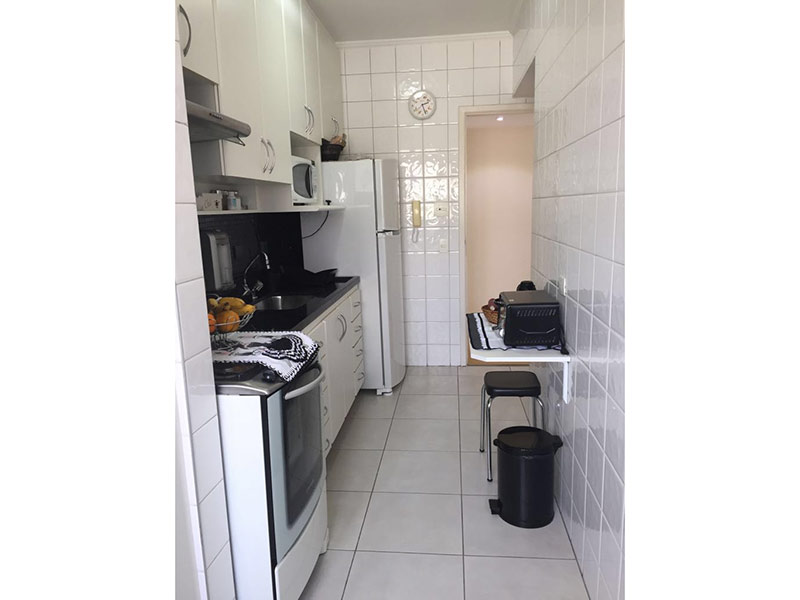 Ipiranga, Apartamento Padrão-Cozinha com piso de cerâmica, teto com moldura de gesso, pia de granito, gabinete e armários planejados.
