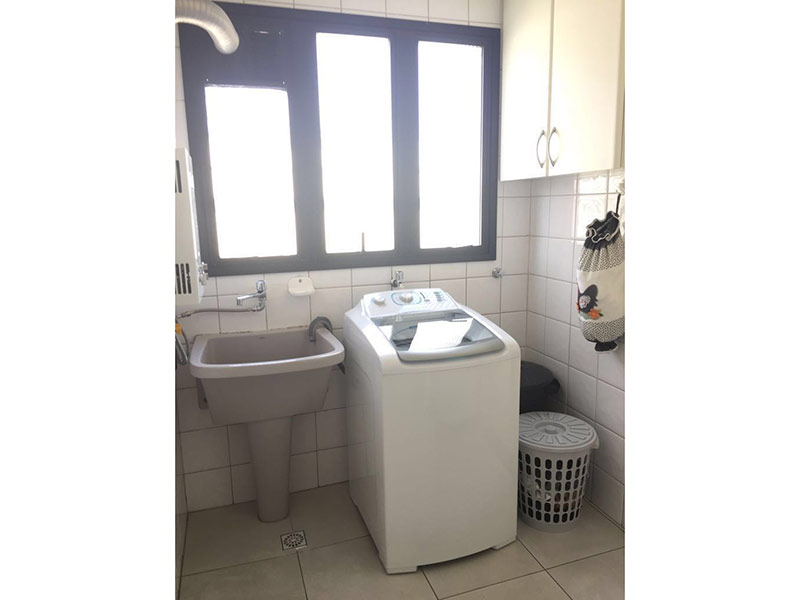 Ipiranga, Apartamento Padrão-Área de serviço com piso de cerâmica, teto com moldura de gesso, armários planejados e aquecedor de passagem.
