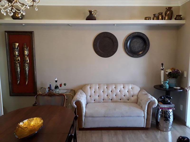 Ipiranga, Apartamento Padrão-Sala retangular com piso laminado e teto com moldura de gesso.