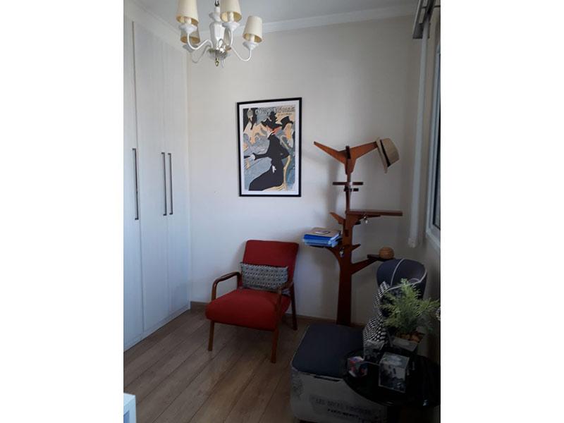 Ipiranga, Apartamento Padrão-2º dormitório com piso laminado, teto com moldura de gesso e armários planejados.
