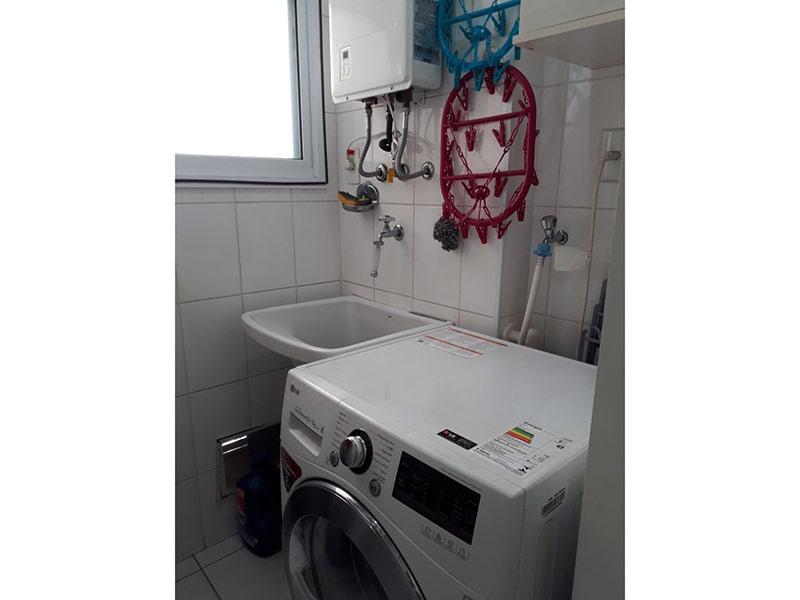 Ipiranga, Apartamento Padrão-Área de serviço com piso de cerâmica, pia de porcelana e aquecedor de passagem.
