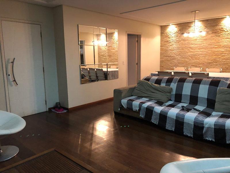 Ipiranga, Apartamento Padrão-Sala ampliada com piso taco de madeira e teto rebaixado (4º dormitório transformado em sala ampliada).