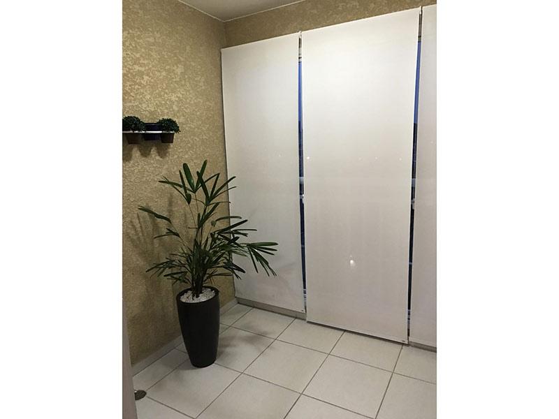 Sacomã, Apartamento Padrão-Sacada com piso de cerâmica e cortina de vidro.