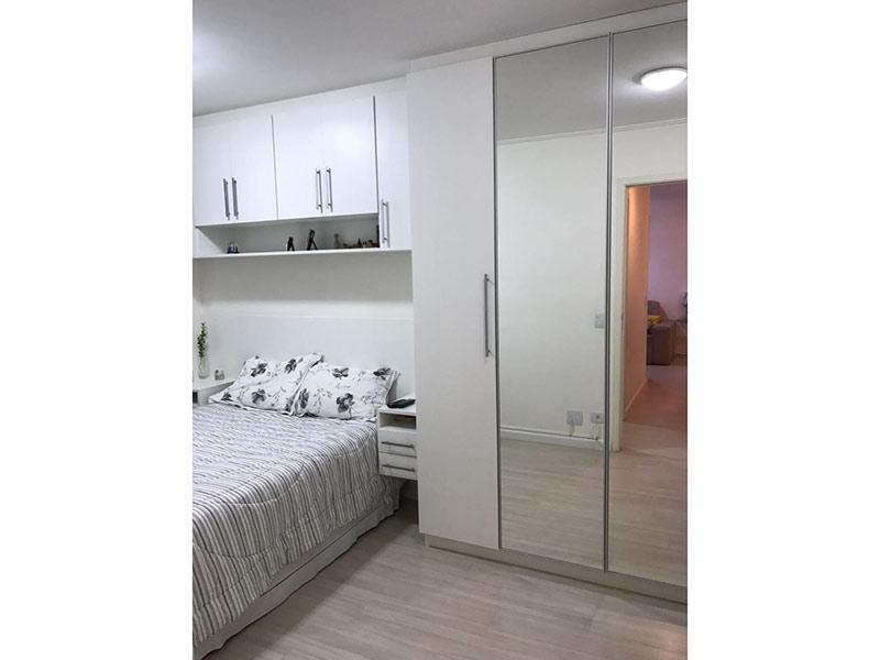 Sacomã, Apartamento Padrão-Dormitório com piso laminado, teto com moldura de gesso e armários planejados.