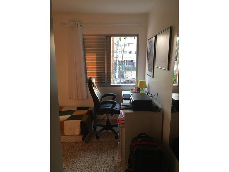 Sacomã, Apartamento Padrão-Dormitório com piso de cerâmica e armários planejados.