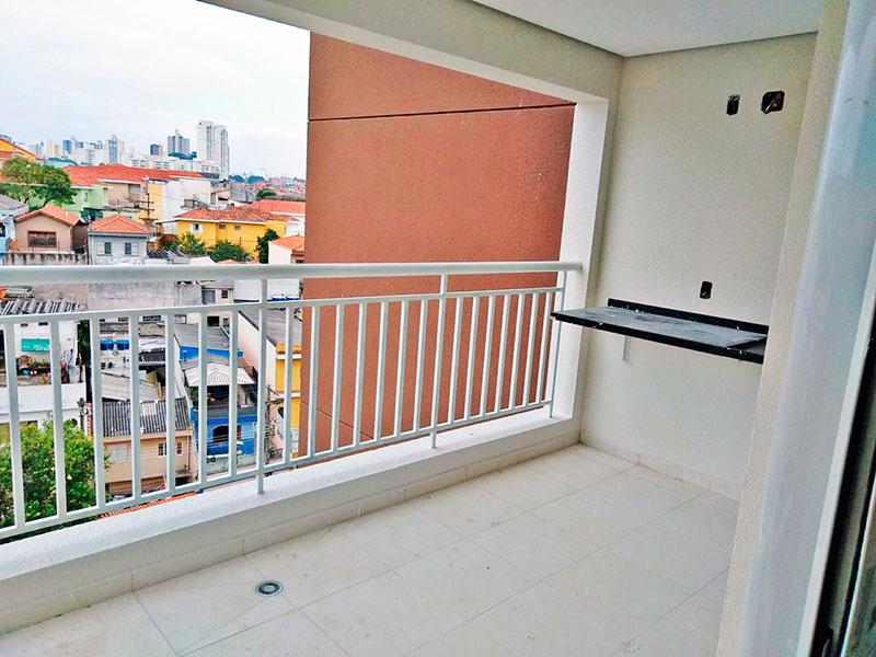 Sacomã, Apartamento Padrão-Varanda gourmet com piso de cerâmica, teto com sanca e pia de granito.