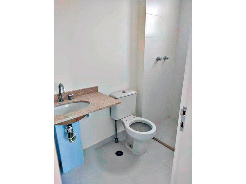Sacomã, Apartamento Padrão-Banheiro da suíte com piso de cerâmica, pia de mármore e box.