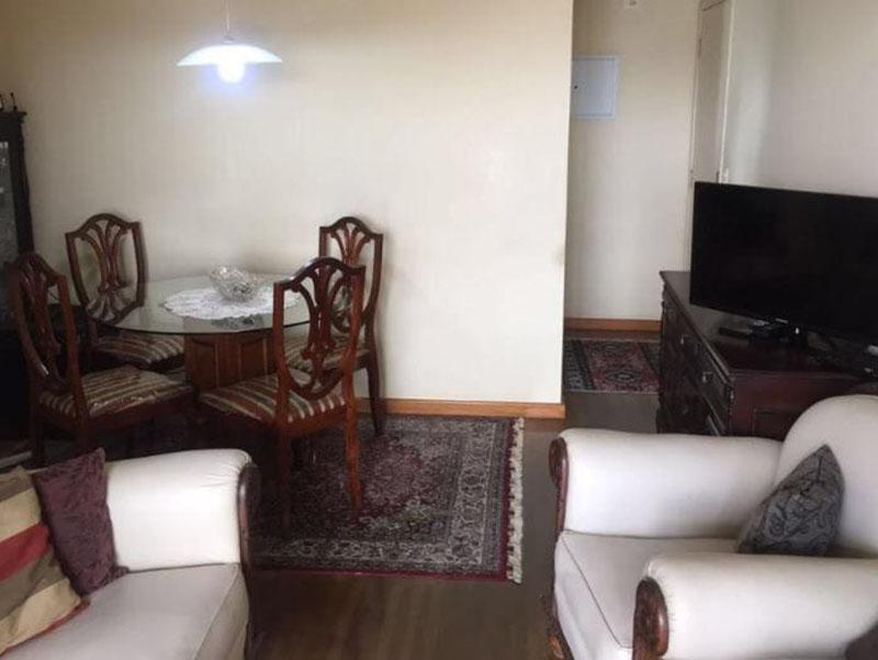 Ipiranga, Apartamento Padrão-Sala retangular com piso taquinho de madeira.