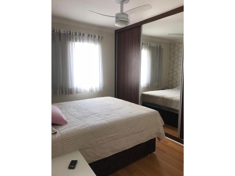 Ipiranga, Apartamento Padrão-Dormitório com piso de laminado, teto com moldura de gesso e iluminação embutida.