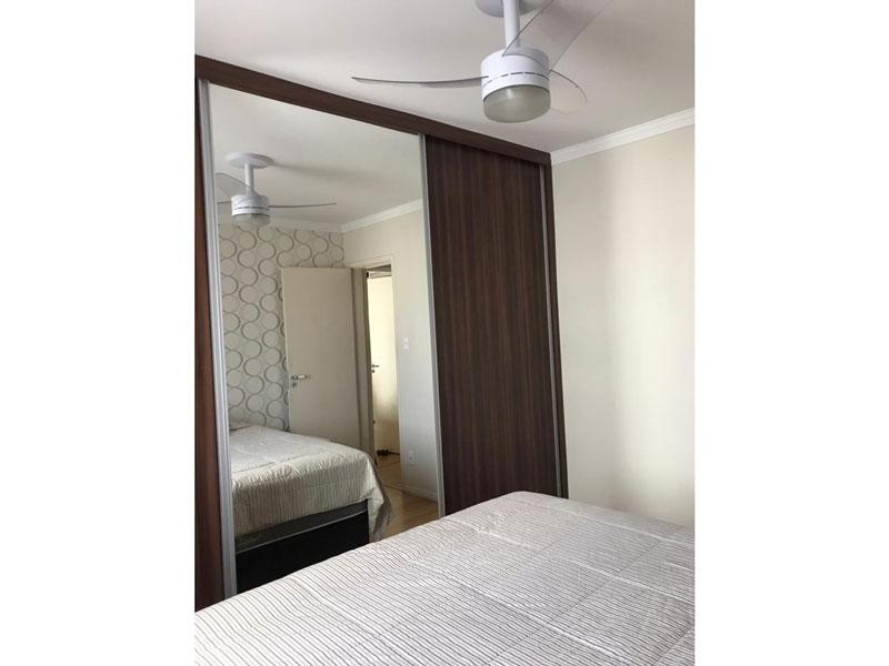 Ipiranga, Apartamento Padrão-Dormitório com piso taco de laminado, teto com moldura de gesso e iluminação embutida.