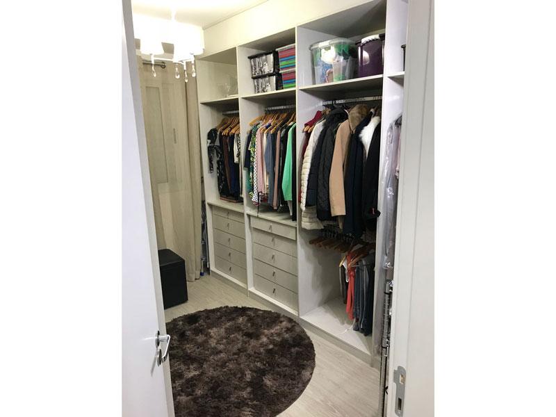 Sacomã, Apartamento Padrão-Closet com piso laminado e armários planejados (2º dormitório transformado em closet).