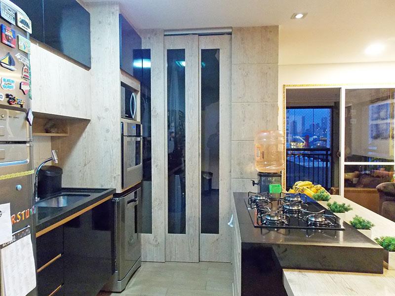Ipiranga, Apartamento Padrão-Cozinha americana com piso de porcelanato, iluminação embutida, armários planejados e pia de granito.