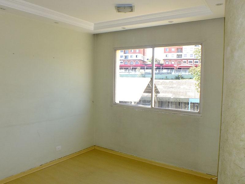 Jabaquara, Apartamento Padrão - Sala irregular com piso laminado, teto sanca com moldura de gesso e iluminação embutida.