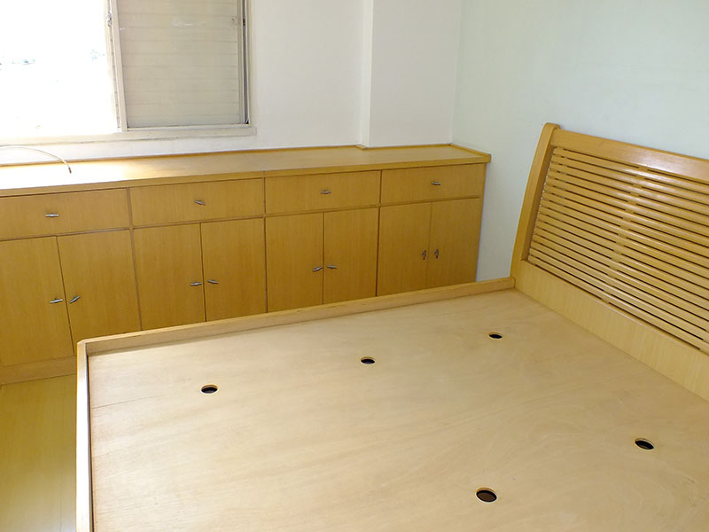 Jabaquara, Apartamento Padrão-2º dormitório com piso laminado, teto com moldura de gesso e armários planejados.