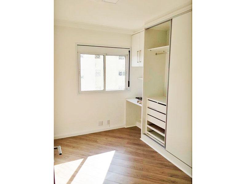 Ipiranga, Apartamento Padrão-2º dormitório com piso de laminado, teto com moldura de gesso e armários planejados.