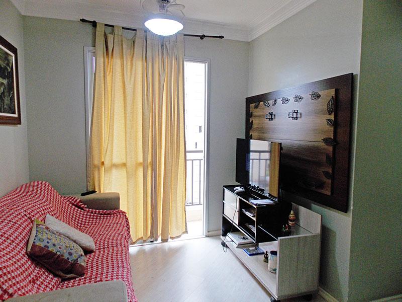 Jabaquara, Apartamento Padrão - Sala em L com piso laminado, teto com moldura em gesso e acesso á varanda.