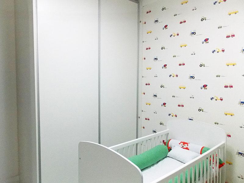 Sacomã, Apartamento Padrão-2º dormitório com piso de porcelanato, teto com moldura em gesso e armários planejados.