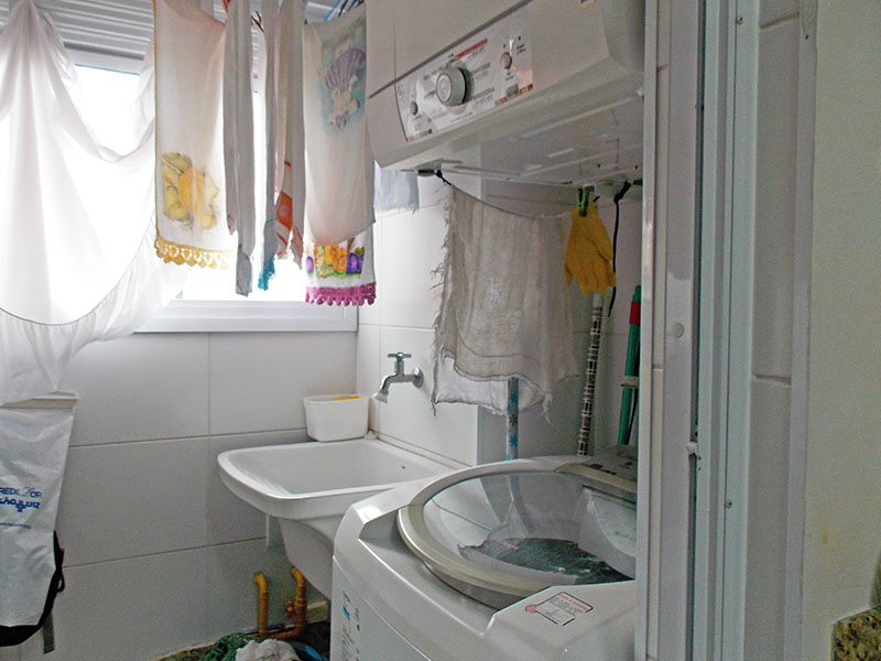 Sacomã, Apartamento Padrão-Área de serviço com piso de cerâmica e armários planejados.