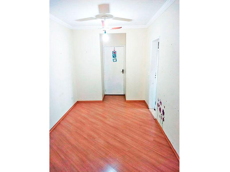 Sacomã, Apartamento Padrão - Sala retangular com piso laminado, teto com moldura de gesso e acesso a sacada.