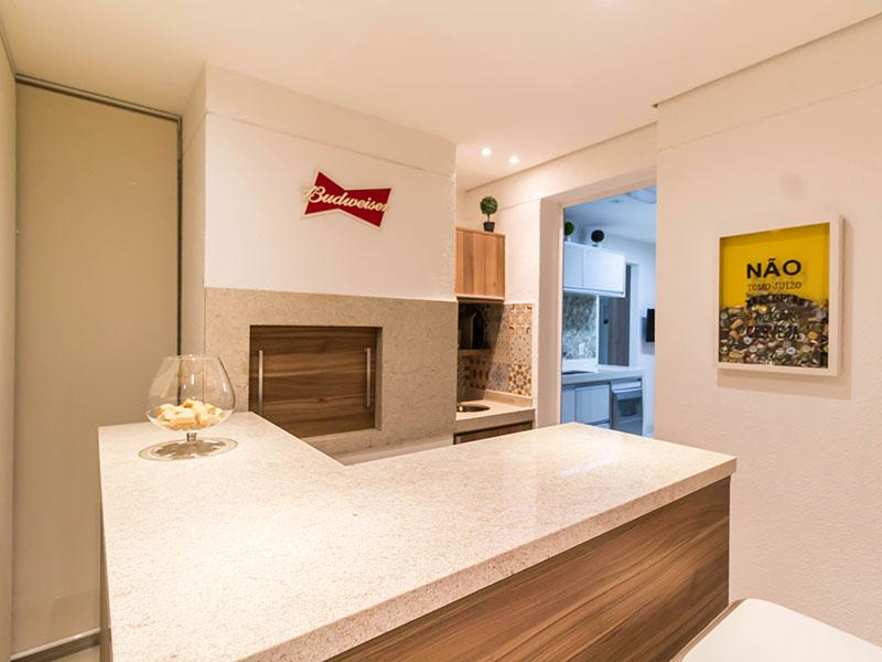 Ipiranga, Apartamento Padrão-Varanda gourmet com piso de porcelanato, teto com sanca, iluminação embutida e armários planejados.