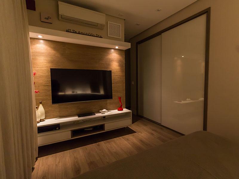 Ipiranga, Apartamento Padrão-1º suite com piso laminado, teto com sanca, iluminação embutida e closet.