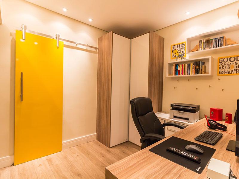 Ipiranga, Apartamento Padrão-3º suite com piso laminado, teto com sanca, iluminação embutida e armários planejados.