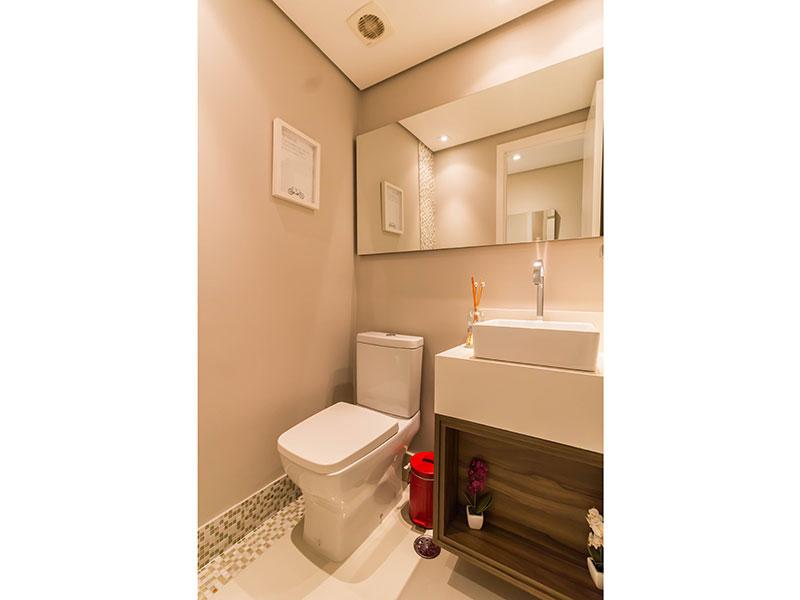 Ipiranga, Apartamento Padrão-Banheiro social com piso de porcelanato, teto com sanca, iluminação embutida com pia sobreposta.