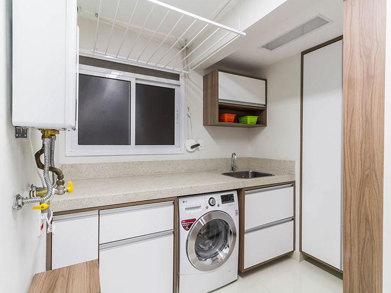 Ipiranga, Apartamento Padrão-Área de serviço com piso de porcelanato, armários planejados, gabinete e pia de granito.