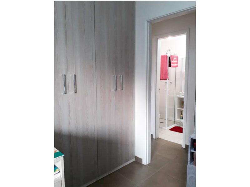 Ipiranga, Apartamento Padrão-Dormitório com piso de cerâmica e armário embutido.