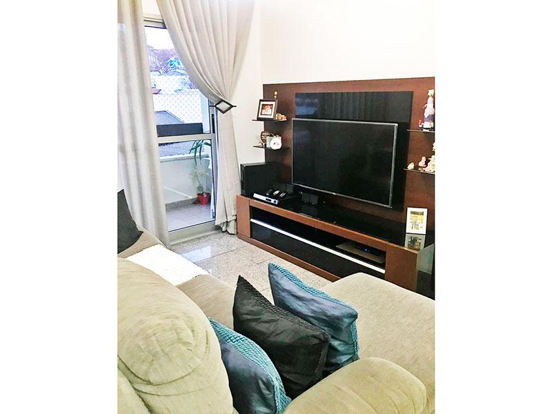 Sacomã, Apartamento Padrão - Sala em L, piso de granito, teto com moldura de gesso e acesso a varanda.