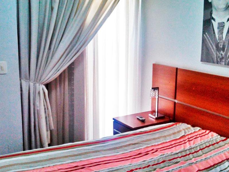 Sacomã, Apartamento Padrão-Suíte com piso de cerâmica e armários planejados.