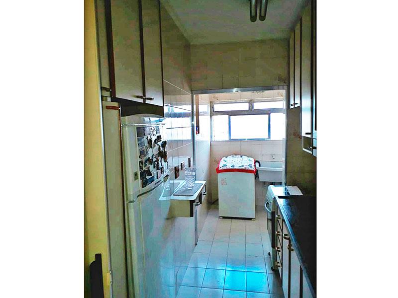 Jabaquara, Apartamento Padrão-Cozinha com piso de cerâmica, pia de granito, armários planejados e acesso a varanda.