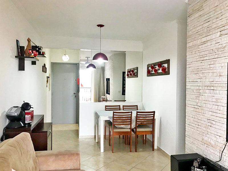 Ipiranga, Apartamento Padrão-Sala retangular com piso de cerâmica, teto com moldura de gesso, e acesso a varanda.